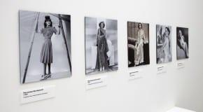 """Exposition """"Women Fashion Power"""" : entre mode et communication"""
